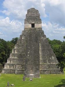 Temple à Tikal (civilisation Maya)
